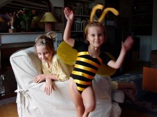Jeanne l'abeille et Marianne