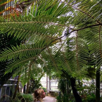 Jeanne au jardin botanique